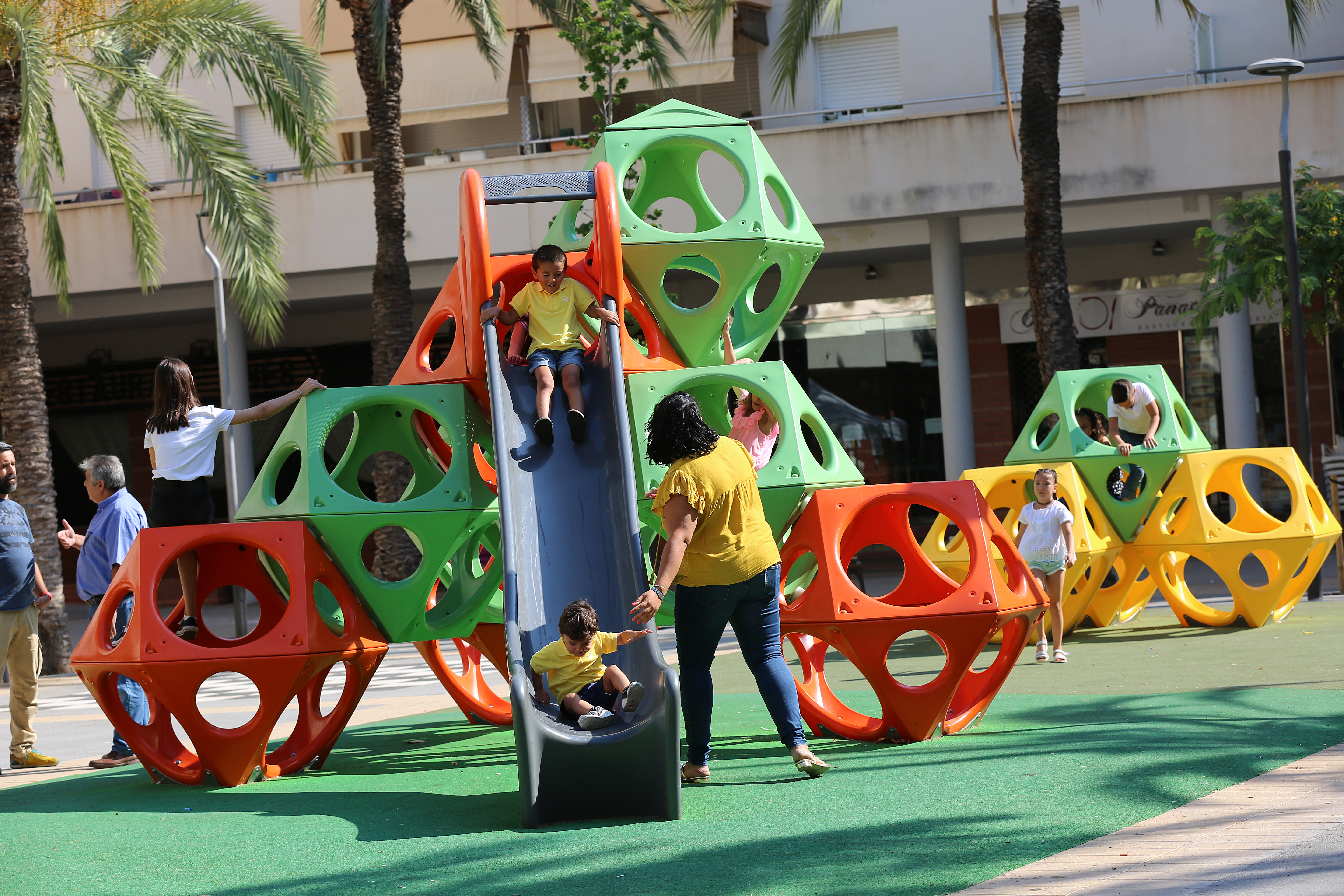 Play Cubes with slide in Spain